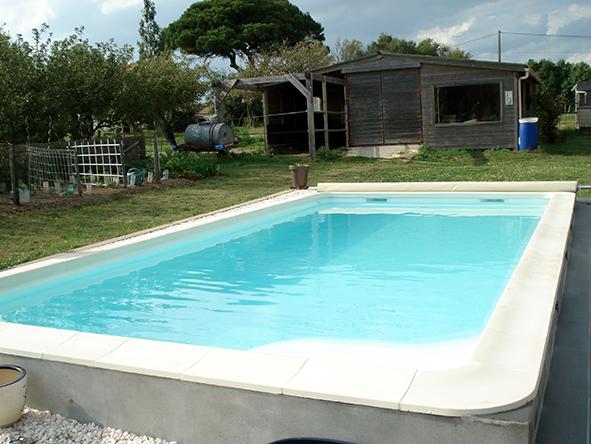 Installation couverture barre pour piscine littoral for Accessoire piscine sollies pont