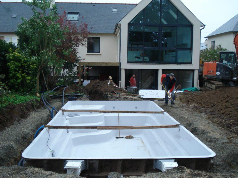 Installation de coque piscine polyester en le et vilaine for Installation piscine polyester