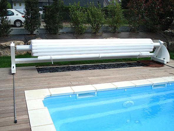 Installation de piscine avec bois exotique ip for Piscine coque polyester morbihan