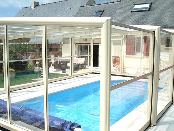 Abri v randa pour piscine littoral piscines littoral for Piscine coque polyester morbihan