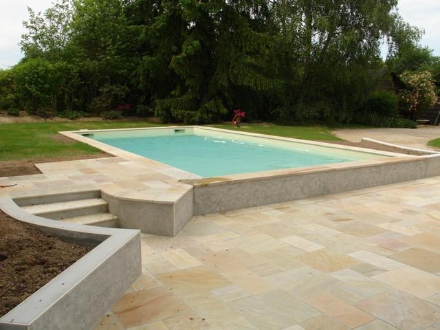 Construction de piscine b ton 44 nantes littoral piscines for Piscine coque polyester morbihan